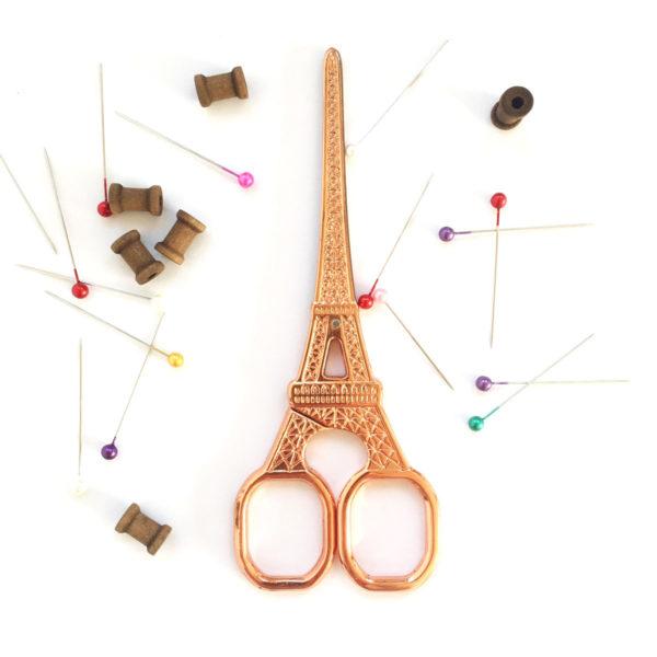 Stickschere in Eiffelturm Form in Roségold