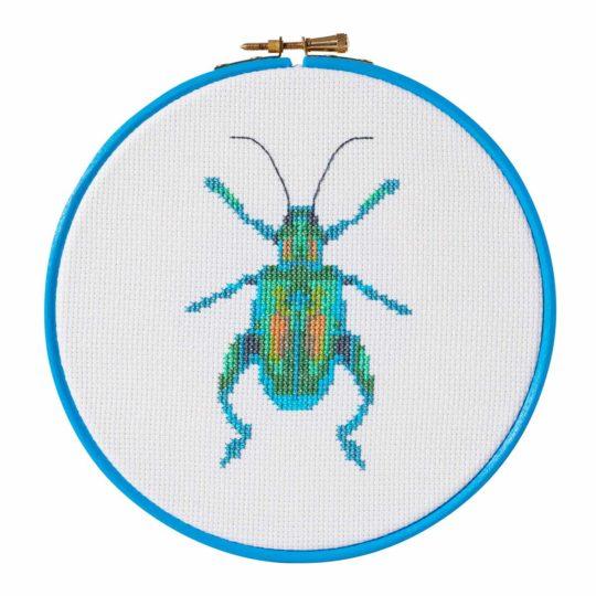Stickmuster türkis-grüner Käfer bzw. Insekt