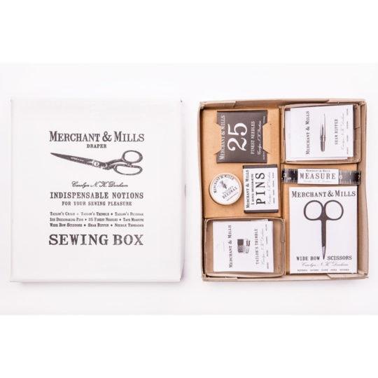 Nähbox mit Zubehör für Nähen und Sticken