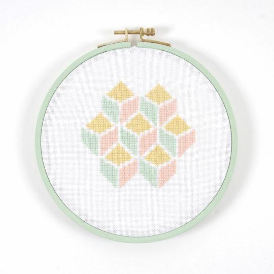 Stickpackung Kreuzstich grafisches Muster Pastell