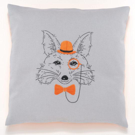 Stickmuster Fuchs mit Monokel, Fliege und Hut für ein Kissen