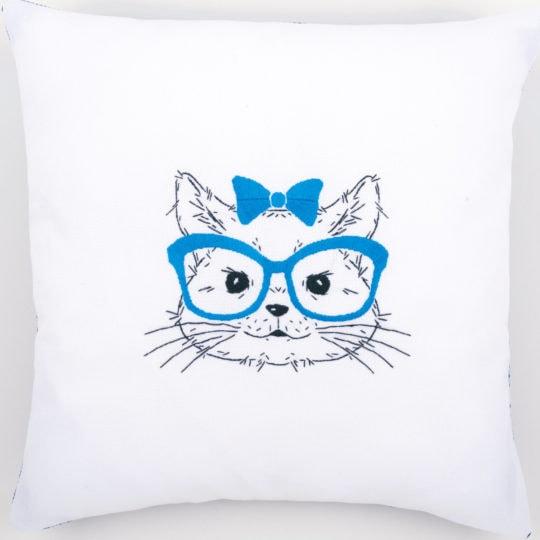 Stickvorlage Katze mit Brille für ein Kissen