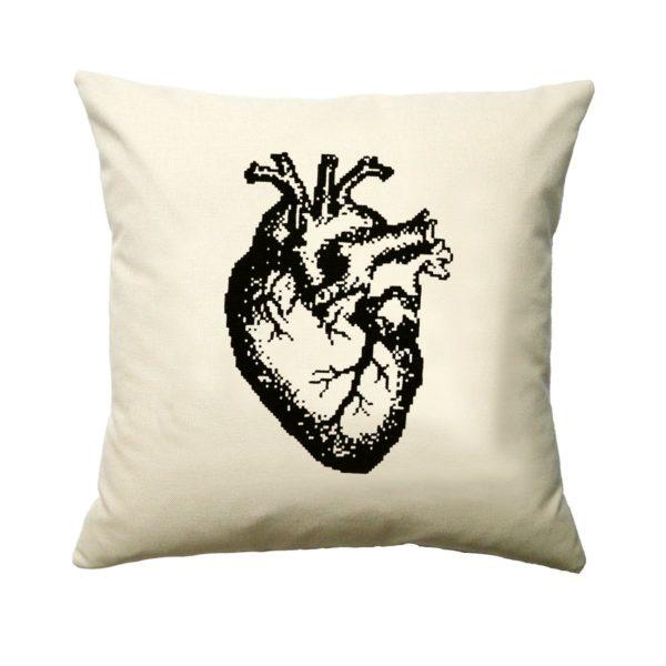 Stickmuster anatomisches Herz im Kreuzstich