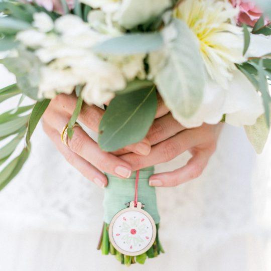 Anhänger mit Blumen-Motiv für Brautstrauß