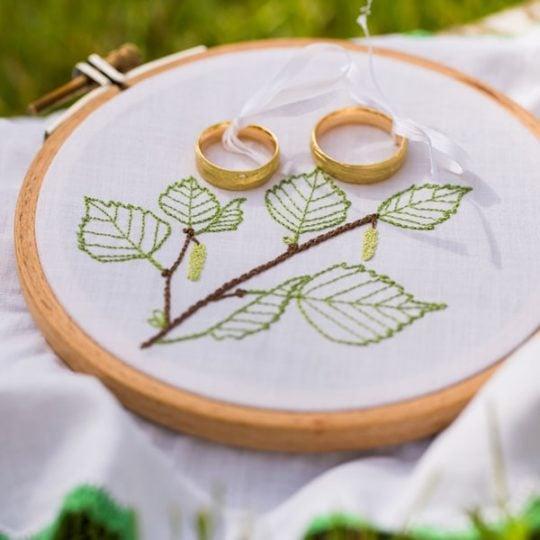 Ringkissen Zweig und Birkenblätter