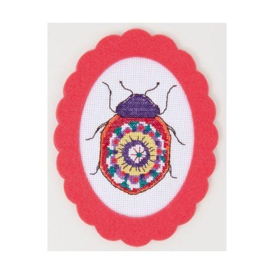 Bunten Käfer in Kreuzstich sticken mit Filzrahmen