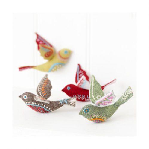 Vögel im skandinavischen Stil als Deko sticken l via Zur Lila Pampelmuse