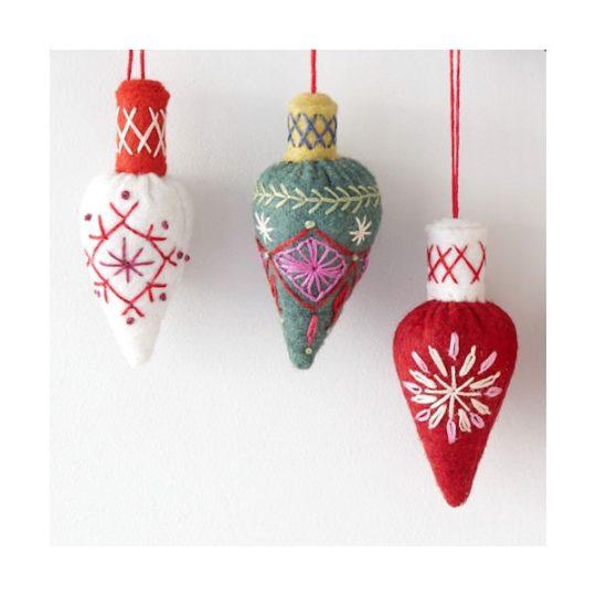 Weihnachtsbaum Anhänger basteln aus Filz l via Zur Lila Pampelmuse