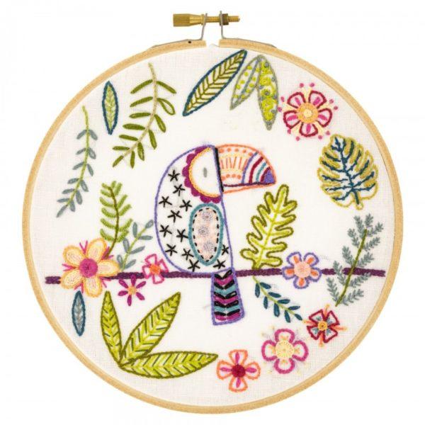Stickmuster Tukan im Dschungel mit Blättern und Blumen l über Zur Lila Pampelmuse