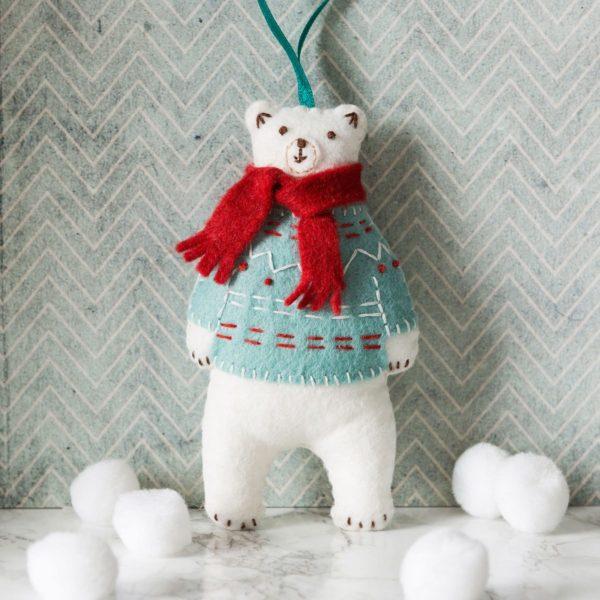 Eisbär aus Filz basteln mit Winterpullover und Schal | über Zur Lila Pampelmuse