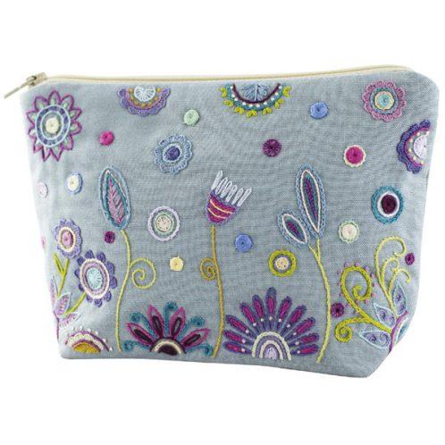 Tasche hellblau Blumen sticken | über Zur Lila Pampelmuse
