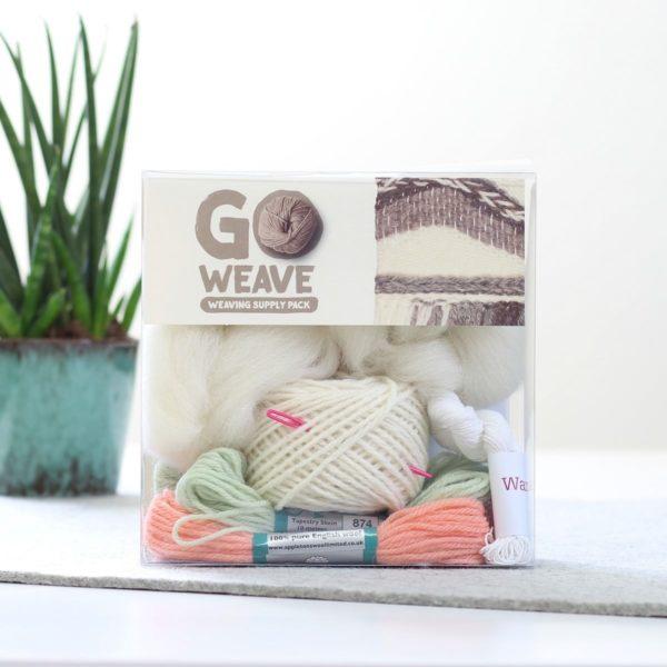 Wolle zum Weben mit Webrahmen in Koralle & Mint | über Zur Lila Pampelmuse