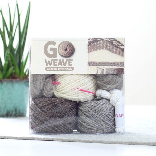 Wolle zum Weben mit Webrahmen in Naturweiß, Braun & Grau | über Zur Lila Pampelmuse