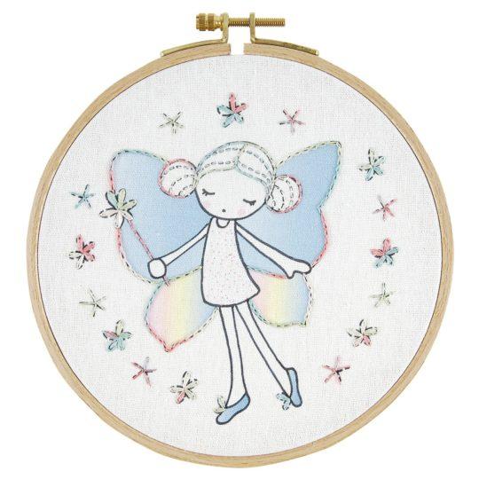 Zauberhafte Fee mit Flügeln sticken: Set für Kinder ab 8 Jahren | über Zur Lila Pampelmuse