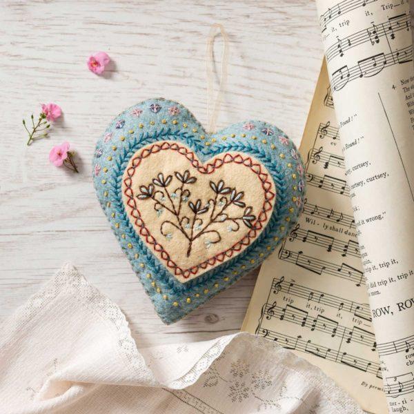 Filz-Bastel-Set: Herz besticken   über Zur Lila Pampelmuse