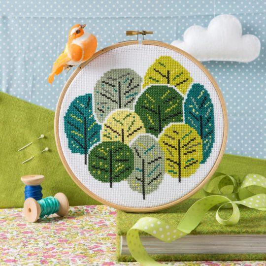 Kreuzstich Stickset für sommerliche Bäume in Grün | über Zur Lila Pampelmuse