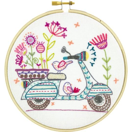Stickset für eine hübsche Vespa mit vielen bunten Blumen! | über Zur Lila Pampelmuse