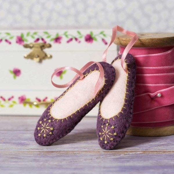 Süße Ballerina-Schuhe aus Filz basteln und besticken