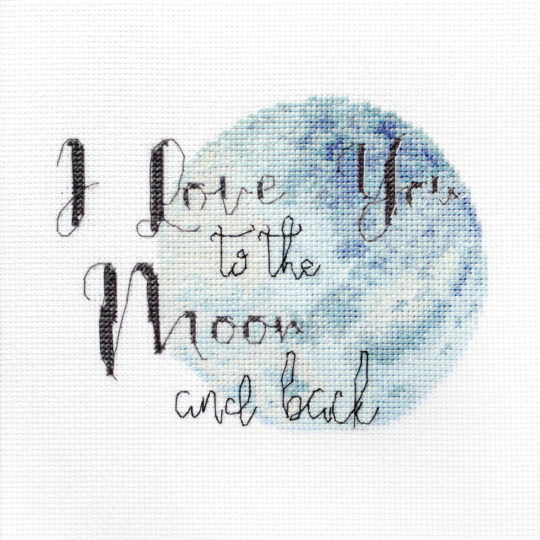 I love you to the moon and back: modernen Spruch sticken | über Zur Lila Pampelmuse