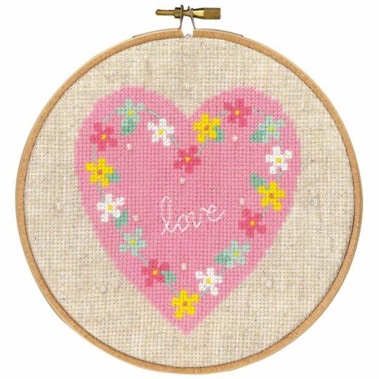 Kreuzstich Baby: Rosa Herz mit Blumen sticken | über Zur Lila Pampelmuse