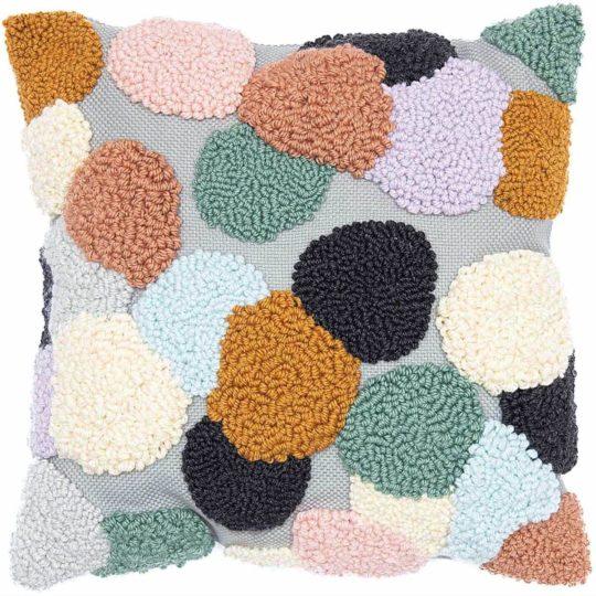 Punch Needle Kissen mit bunten Punkten von Rico Design mit komplettem Zubehör | über Zur Lila Pampelmuse