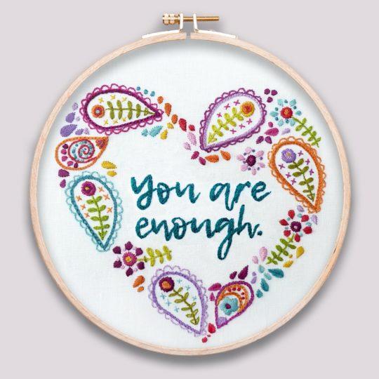 Stickvorlage mit Paisleyherz und Spruch you are enough | über Zur Lila Pampelmuse