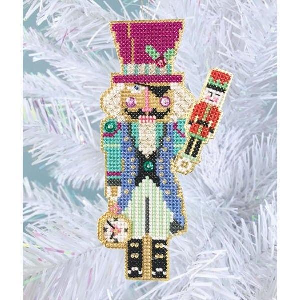 Stickpackung für einen Weihnachtsbaumanhänger mit Drosselmeyer Figur im Kreuzstich | über Zur Lila Pampelmuse