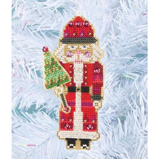 Stickset für einen Weihnachtsbaumanhänger mit Santa Nussknacker Figur im Kreuzstich | über Zur Lila Pampelmuse