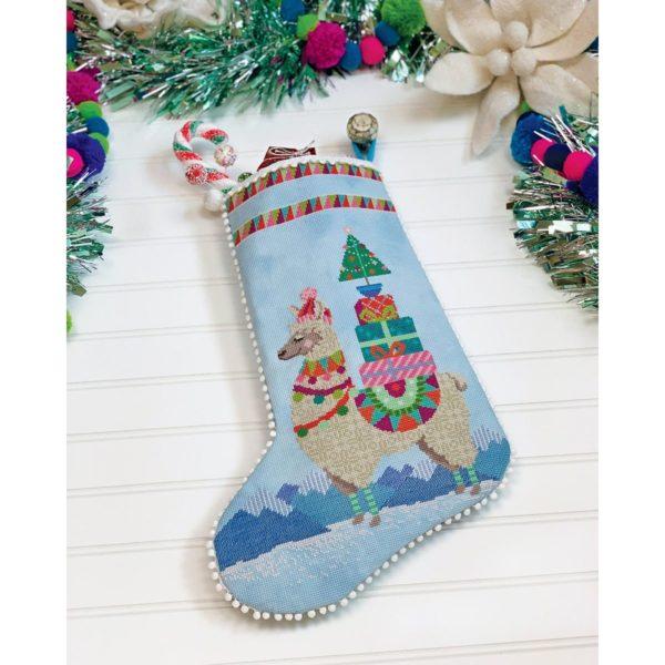 Stickvorlage für einen Weihnachtsstiefel mit Lama im Kreuzstich | über Zur Lila Pampelmuse