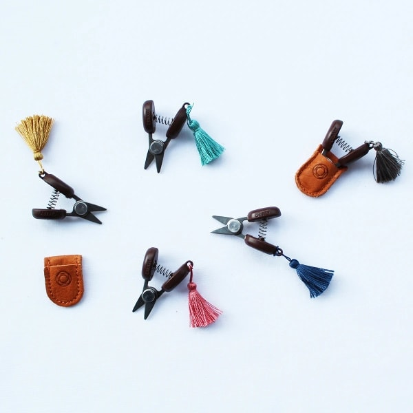 Mini Schere von Cohana mit Seiden-Quaste | über Zur Lila Pampelmuse