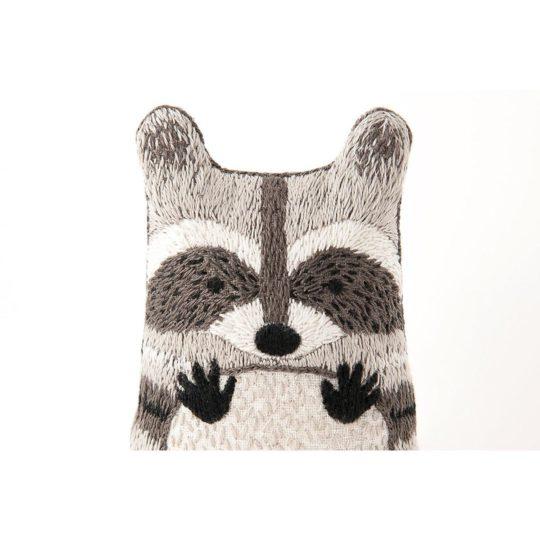 Süße Tier Puppe: Waschbär sticken! Für Handstickerei - über Zur Lila Pampelmuse