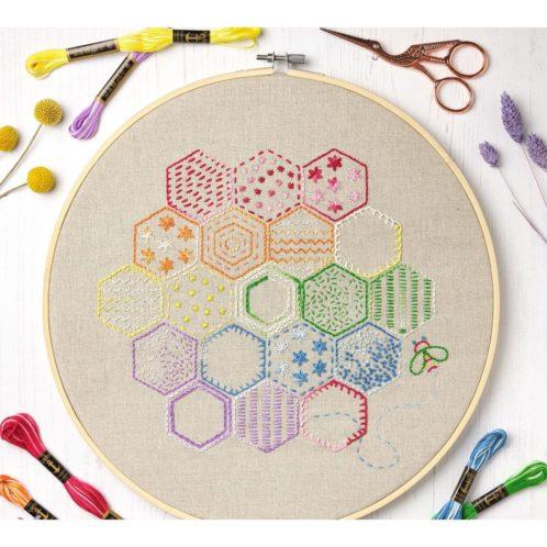 Bunte Bienenwaben mit 9 Stichen sticken | Stickpackung über Zur Lila Pampelmuse