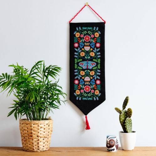 Kreuzstich Banner im Folklore-Stil als Wand-Deko sticken l über Zur Lila Pampelmuse