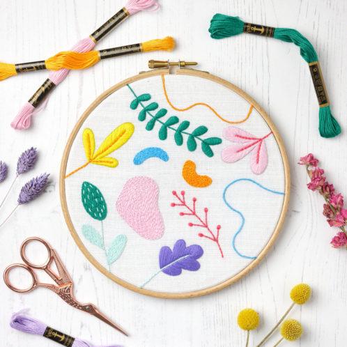 Grafische Blumen und Blätter sticken | Stickpackung über Zur Lila Pampelmuse