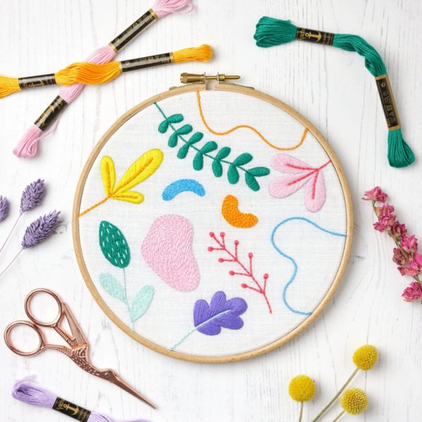 Grafische Blumen und Blätter sticken   Stickpackung über Zur Lila Pampelmuse
