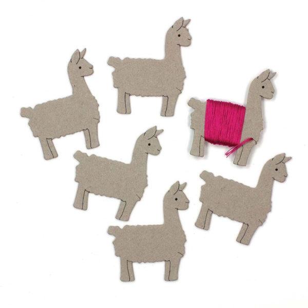 Garnwickelkarten in Form eines Lamas für Stickgarn | über Zur Lila Pampelmuse
