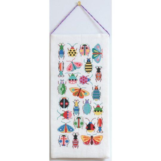 Bunte Insekten sticken als Banner | Kreuzstich Stickpackung über Zur Lila Pampelmuse