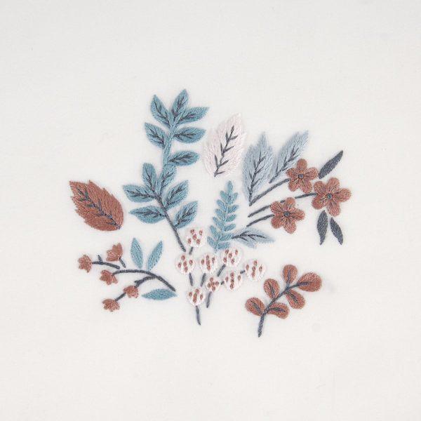 Zarte Blätter und Blumen sticken   Stickset über Zur Lila Pampelmuse