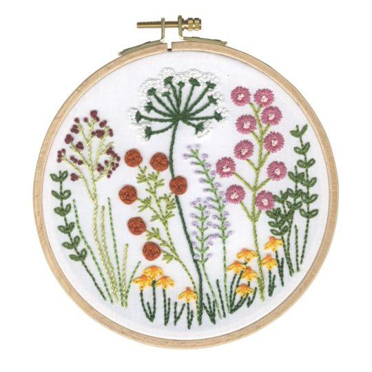 Wunderschöne bunte Wildblumen sticken | Stickset über Zur Lila Pampelmuse